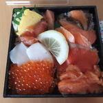北のあじ彩 - 鮭食べ比べ海鮮弁当