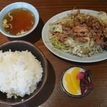来々店 - 料理写真:肉野菜炒め定食