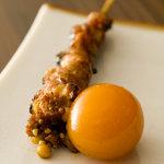吉 - 「ちょうちん」(200円)数量限定。鳥のお腹にある時の卵を刺した串。口の中で爆発する食感。