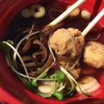 毘侍家 - 具は鶏だんご、キクラゲ(2014大つけ麺博)