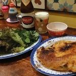 ホアマイ - バインセオ(米粉の包み焼き) ¥680(税込) / サイゴンビール(瓶) ¥650(税込)