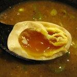 麺屋 ジゴロ - クーポンゲットの「味玉(\100→\0)」。