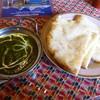 ガンジス川 - 料理写真:ほうれん草のカレー、チーズナン