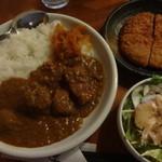 五大陸 - ランチカレー:500円+サラダ:130円+ハムカツ:180円