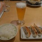 丸源ラーメン - 餃子セット(麺以外)とグラスビール