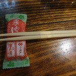 大阪食酒 リエカオ - 箸置きは、粟おこし!