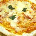 モルト・ヴォーノ - モッツァレラチーズとフレッシュトマトを使った不滅の人気ピザ マルゲリータ