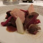 レストラン ラ フィネス - フォアグラとソロン地方の山鳩 ブドウやユリ根、グレープフルーツなど