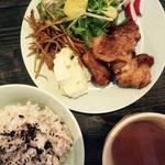 カフェ モナカ - ランチ 鶏唐揚げ