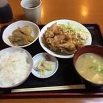 よし村 - 唐揚げ定食  お昼ご飯に頂きました! 素朴なお店の雰囲気で、煮物など大変おいしい (*´ڡ`●)