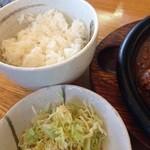 牛吉 - ライス、お味噌汁はおかわりできます。