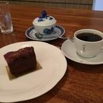 31861430 - 無花果チョコケーキと珈琲