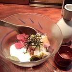 居酒屋もんし - おまかせ海鮮納豆+燗酒/小徳利