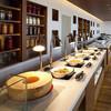 ブッフェレストラン「ブリッジ」 - 内観写真:毎日約40種類のお料理が並ぶブッフェテーブル