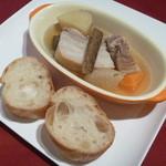ル・タン・メルヴェイユ - 豚バラ肉のポトフ風とバゲット