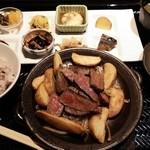 市場小路 - 黒毛和牛もも肉ステーキのおばんざいプレート