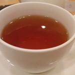 フルーツケーキ ファクトリー - ケーキセットの紅茶