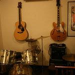 クロスロードカフェ - 楽器の演奏もできます