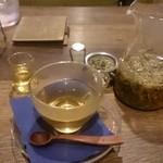 ノイカフェ - 安眠ハーブティー 。とってもハーブ、蜂蜜入れたら美味しい。