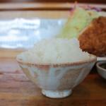 とんかつ司 - ご飯を 「 大盛り 」 でお替り。 径7cmぐらいの椀に これで 大盛りと 言われても。。。