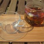 ビストロアンドカフェ タイム - 珍しい工芸茶である「花茶」のセットです。