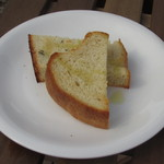 ビストロアンドカフェ タイム - 自家製のパンは、サクサク感がありました。