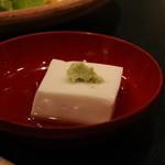 和やまむら - 八寸に胡麻豆腐がついてきました