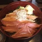 寿し茶屋海旬亭 - 今日のランチ。二色丼で、トロマグロと炙りサーモンをチョイス。美味です。ごちそうさまでした。