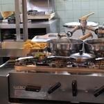 栄寿亭 - オープンキッチン