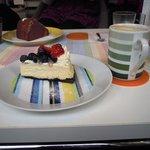 ブルーフラットカフェ - オレオクッキーとホワイトチョコのチーズケーキ