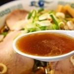 旭川ら~めん むら山 - 正油野菜ちゃ~しゅ~めん(スープ)