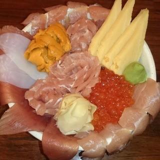 満足度NO1!新鮮魚介をふんだんに盛り込んだ贅沢丼