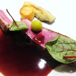 32037933 - シャラン産マダムビュルゴーの鴨胸肉、赤ワインのソース、鬼灯