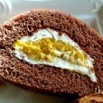 キッサ クローバー - パンプキンロールケーキはかぼちゃの自然な甘さ