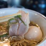 Rokkumbirisupawan - 料理写真:尼ロック全部のせの鶏チャーシュー