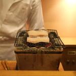 旬席 鈴江 - 太刀魚を炭火で焼いております (2014/10)
