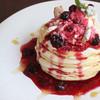 Sapporo Pancake&Parfait Last MINT - 料理写真:チーズクリームと自家製ミックスベリーソースパンケーキ 980円