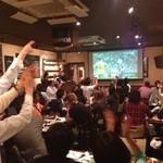 Irish pub Booties・・・ - 日本代表戦で盛り上がってる店内