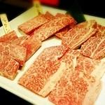 和牛専門店いな蔵のカルビ - 和牛盛り合わせ「竹」 サシがたっぷり入っている部位から赤身まで、肉を堪能できます。