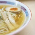 煮干鰮らーめん 圓 - 澄んだスープ