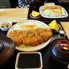 山正 - 料理写真:「山正とんかつ定食」1540円(手前)と、「魚フライ定食」1,030円。(奥側)