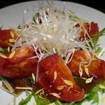 楽蔵 - トマトサラダ・・・トマトが湯がいてあって、甘かった!