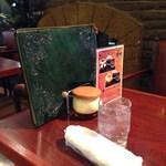 珈琲館 くすの樹 - テーブルサイド