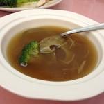 茘香尊 - フカヒレの姿煮(見えてるフカヒレはほんの一部)