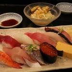 沼津 魚がし鮨 - 10貫握り 1340円。