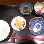 創作天ぷら いち - セットの小鉢とご飯