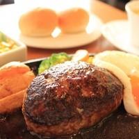 配合やソースにこだわり☆肉汁溢れるハンバーグ