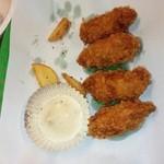 かき小屋フィーバー - 牡蠣フライ(ポテトは食べた後...)