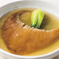 気仙沼産フカヒレ尾びれの姿煮込みを是非ご賞味下さい。