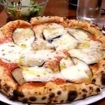 イル サッチアーレ - ランチ:本日のピザ。生地とチーズは美味しいけど、味付けがいまいちかな。